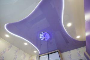 двухуровневый натяжной потолок с led-подсветкой