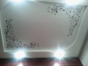 фотопечать на белом натяжном потолке