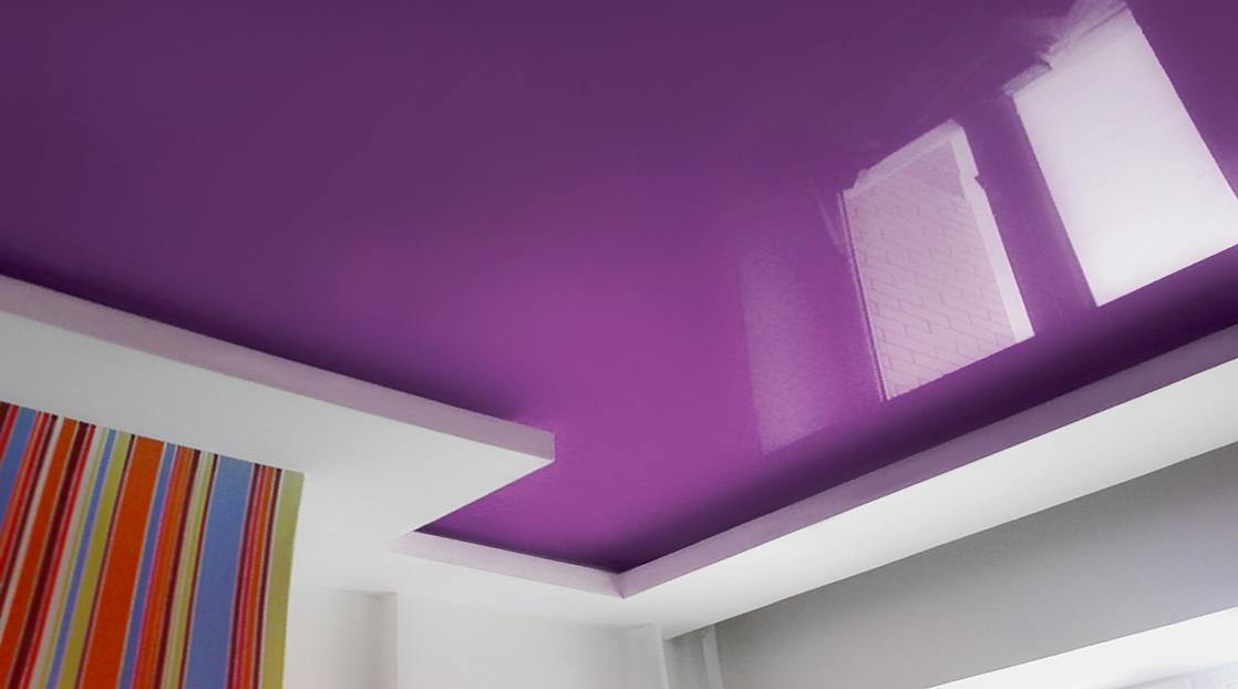 фиолетовый натяжной потолок в гипсокартонном коробе