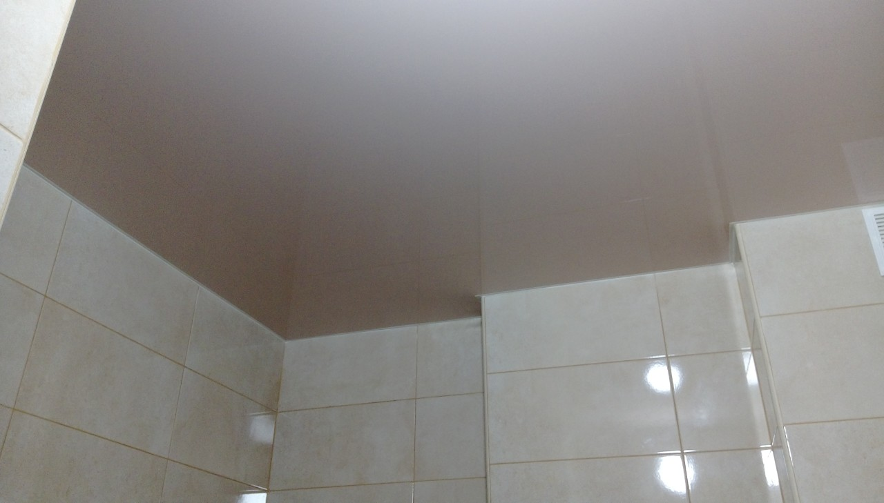натяжной потолок в ваннной