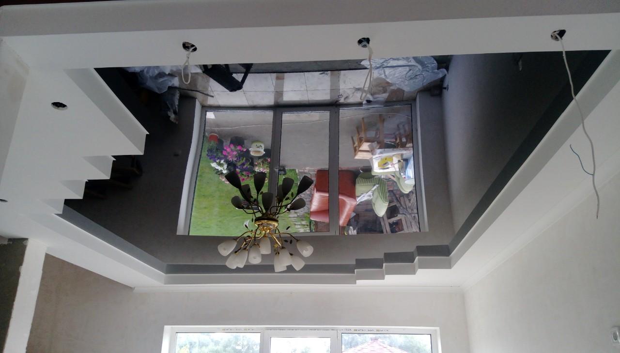 чёрный глянцевый натяжной потолок в гипсокартоне