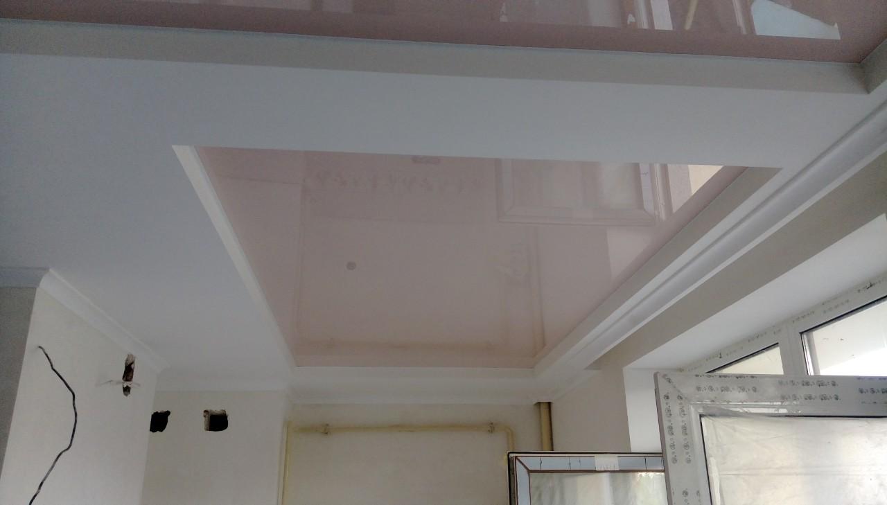 глянцевый натяжной потолок в гипсокартоне