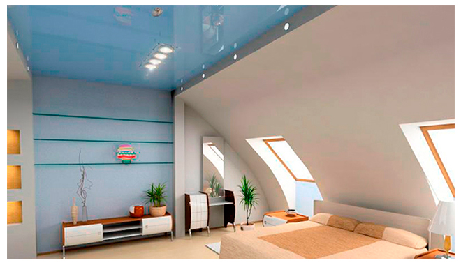 глянцевый натяжной потолок на мансарде