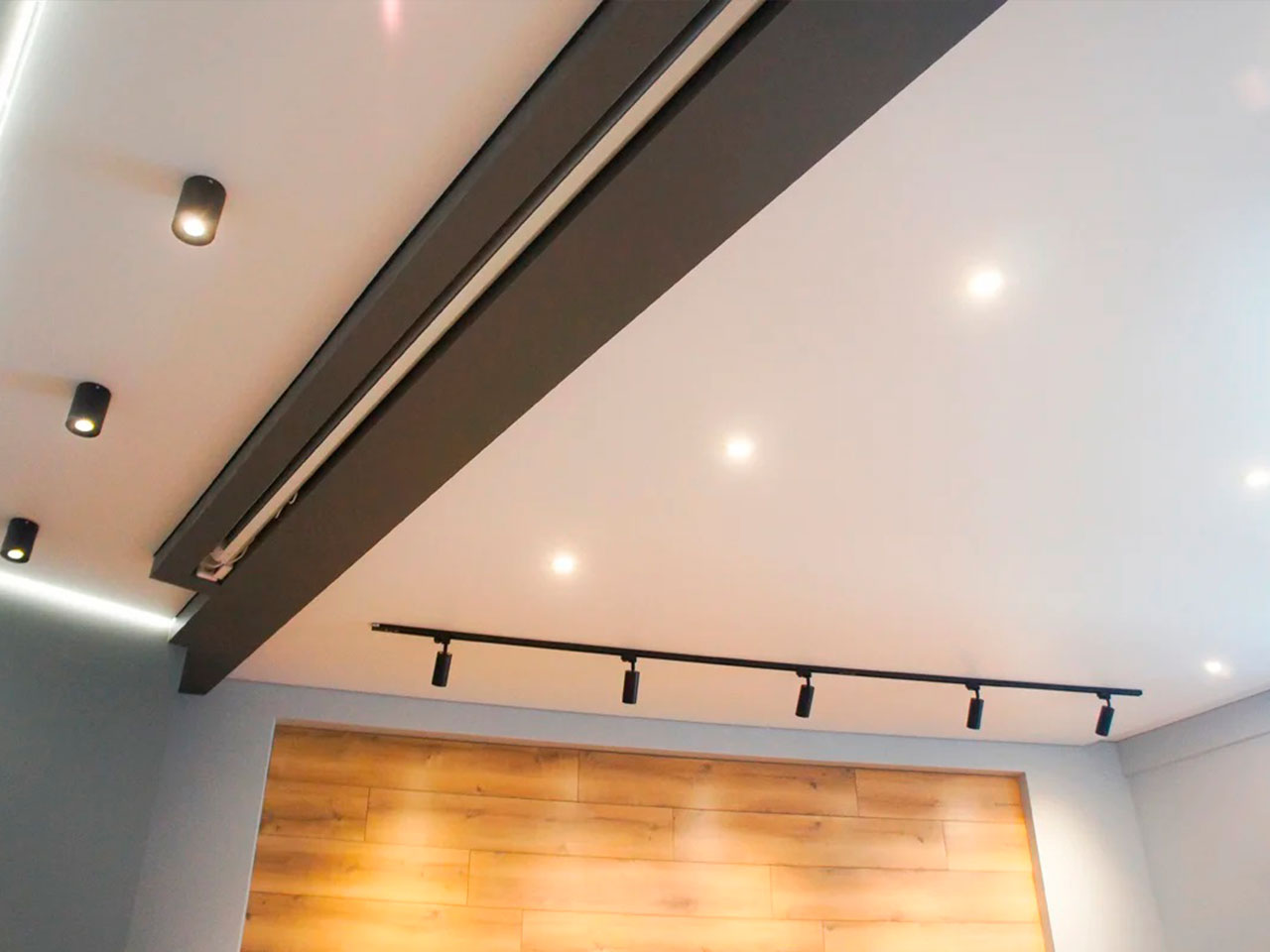 натяжные потолки с теневым контуром